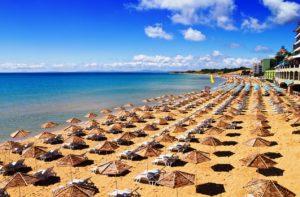 pláž na Slunečném pobřeží